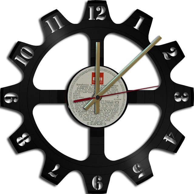 Too cool...Gear Theme Vinyl Record Clock Upcycled vinyl records Great Gift. €19.00, via Etsy.