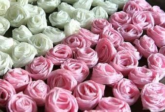 Hoy en Tutéate nos hemos propuesto rescatar una idea que ya mostramos hace un tiempo,hacer rosas para decorar. En este artículo, sin embargo, en vez de rosas hechas con tela, las fabricamos con papel crepe, ¿qué os parece? Esta propuesta de manua...