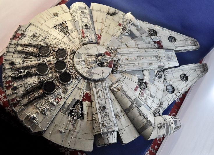Bandai 1/72nd scale Millennium Falcon, build-up and photo by Stan G. Hyde.