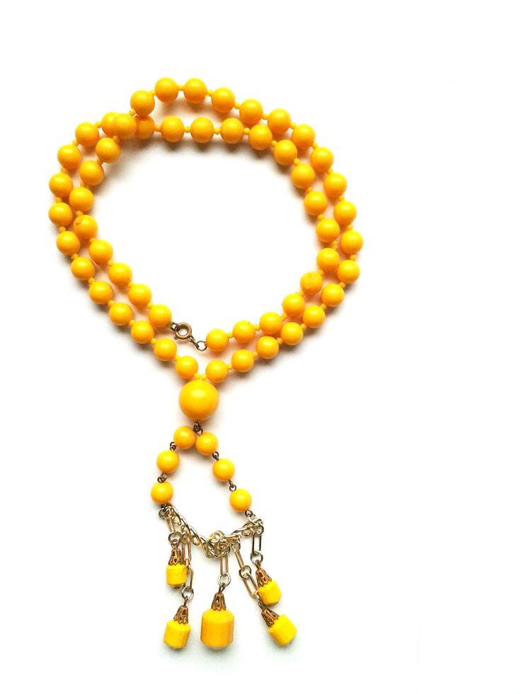 Halskette Wunderschöne Nostalgiekette 56cm gelb Kunststoffperlen keine Handarbeit, Original-Schmuck 60-ziger Art.-Nr.: RHK1005 Da es sich nicht um neue Ware (Antiquitäten) handelt, gibt es das Produkt in der Regel nur als Einzelstück.