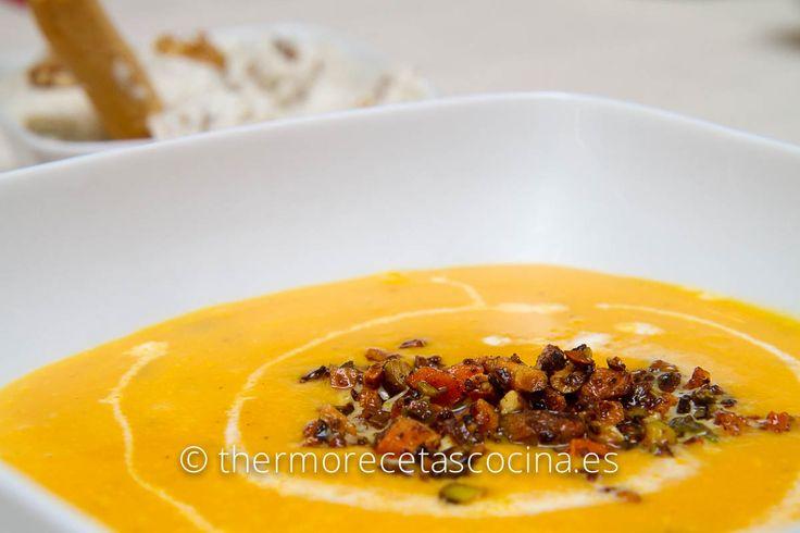 En casa nos encantan las cremas de verduras, he de reconocer que mi preferida es la de calabaza, es un plato fijo para cenar en invierno, plato calentitoy