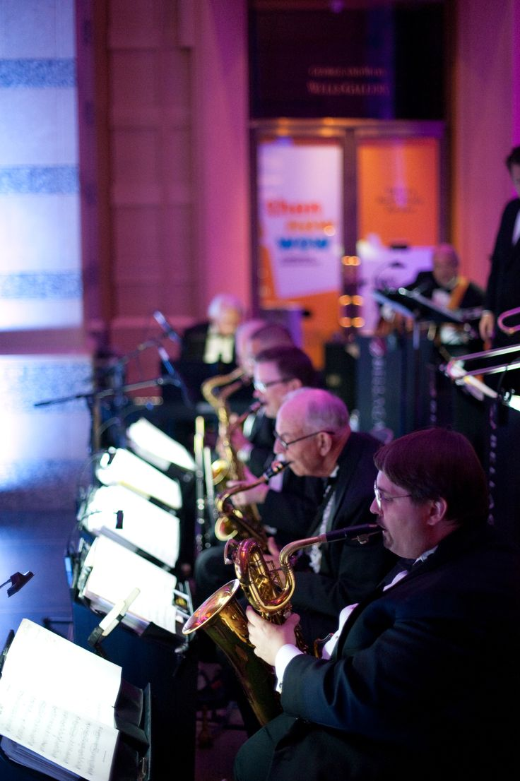 Nothing beats live music! Photo by Troy #MinnesotaWeddingReceptionBands #minnesotareceptionbands #livemusic #weddingmusic