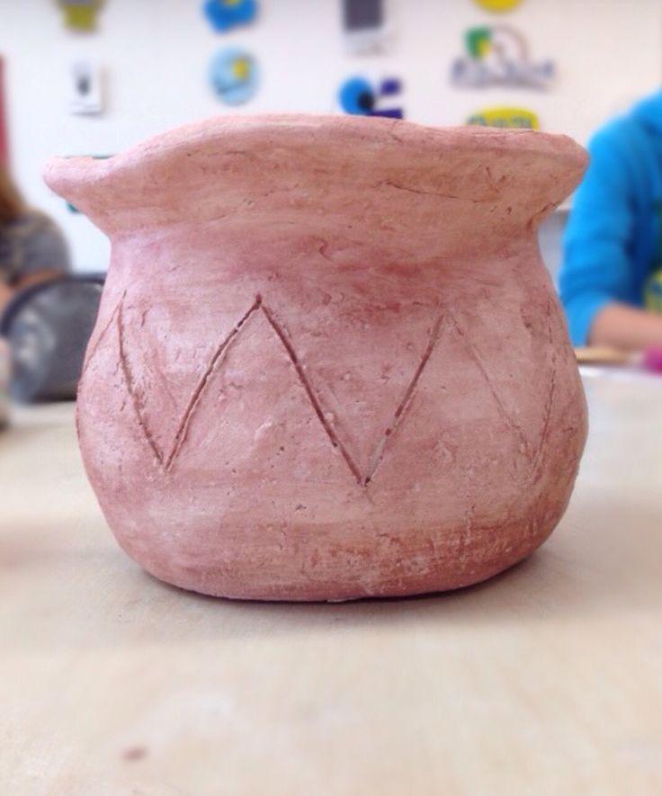 Pot van klei, in de stijl van de Grieken en Romeinen - zelfgemaakt.