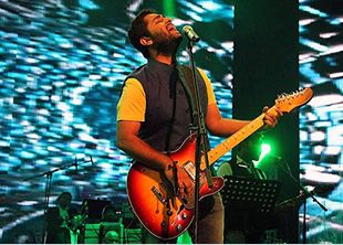 So I just saw Arijit Singh in concert and can I just say that he is hands down the best singer I have ever heard in my entire existence! I love him