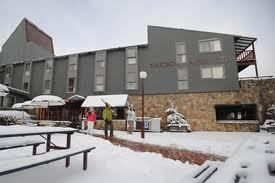 Package deals nsw : Get Cheap ski deals and holidays packages at Thredbo and Perisher resorts. Hire Jindabyne ski resort at exceptionally attractive prices.    For more information visit us at :-  http://www.lakejindabynehotel.com.au/thredbo-perisher-ski-resort-packages-deals.html