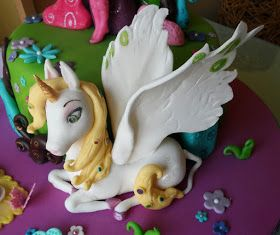 Mia and Me Onchao unicorn cake topper