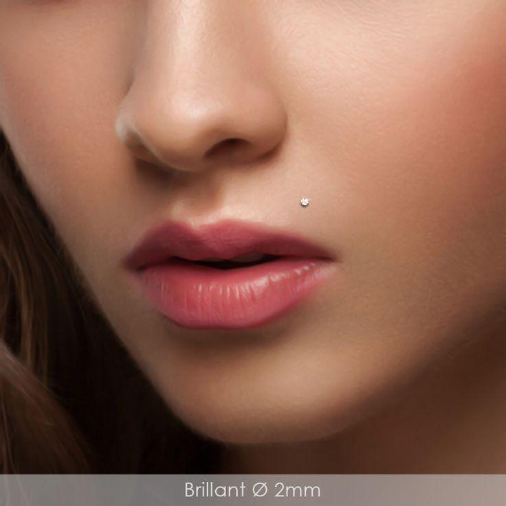 Piercing labret en or jaune avec brillant pour le piercing madonna