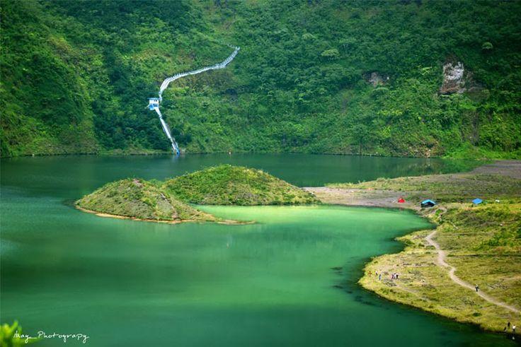 Gunung Galunggung merupakan gunung berapi dengan ketinggian 2.167 meter di atas permukaan laut, terletak sekitar 17 km dari pusat kota Tasikmalaya. Terdapat beberapa daya tarik wisata yang ditawarkan antara lain obyek wisata dan daya tarik...