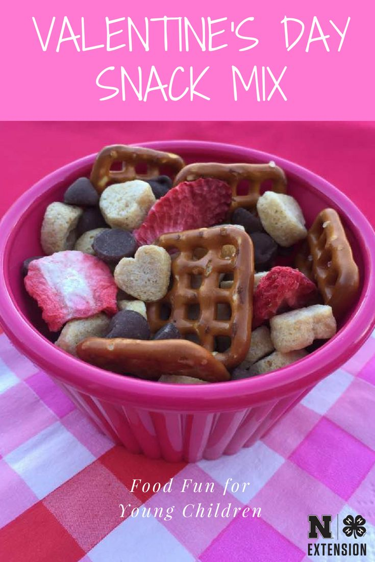 Need a last minute Valentine's Day snack? Try this easy snack mix.