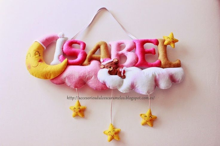 Isabel, nombre de fieltro con nubes, lunas y estrellas. Name felt teddy bear, stars, clouds, moon http://accesoriosdulcescaramelos.blogspot.com.es/2015/04/isabel-nombre-de-fieltro-con-nubes.html