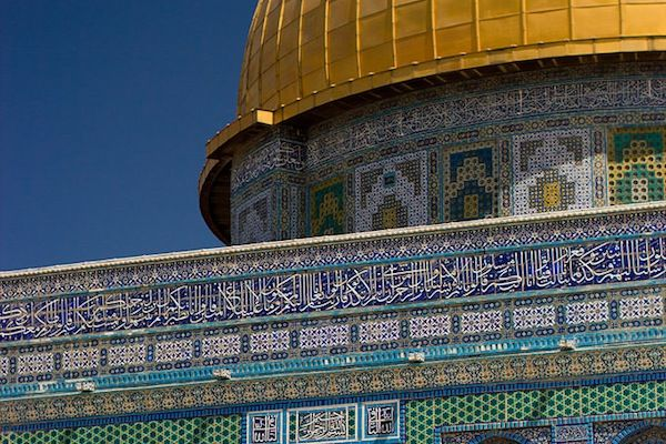 Shiites- believe that the only true heirs are of the fourth caliph, Ali.