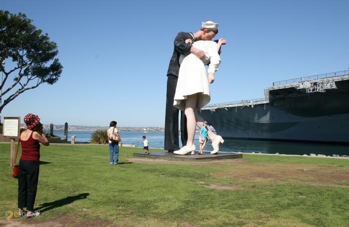Безоговорочная капитуляция – #Соединённые_Штаты_Америки #Калифорния #Сан_Диего (#US_CA) Безоговорочная капитуляция - памятник, сделанный по мотивам знаменитой фотографии Альфреда Эйзенштадта, которую многие американцы считают символом окончания Второй Мировой войны. http://ru.esosedi.org/US/CA/1000097175/bezogovorochnaya_kapitulyatsiya/