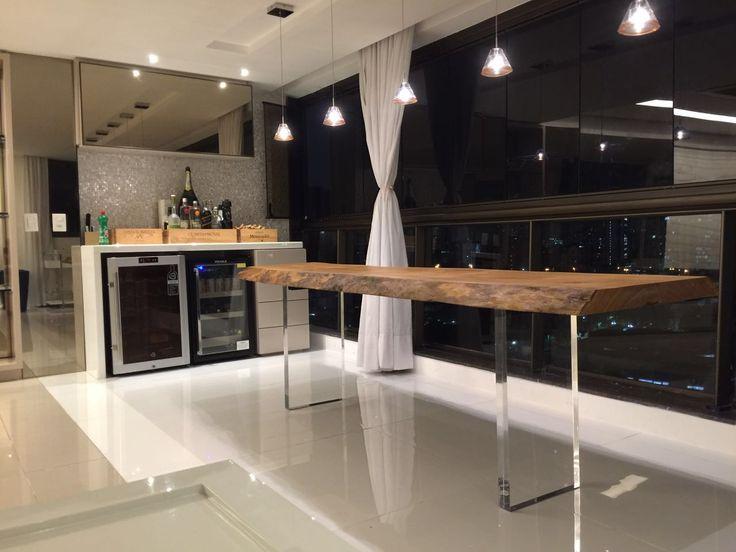 Mesa de Jantar em madeira maciça com acabamento em acrílico #Aparador #ConsoleTable #Moderno #Decoração #AreaGourmet #Madeira #MadeiraMaciça #Luxo #MoveisDeLuxo #Rustico #MoveisRusticos #AparadorRustico #Wood #WoodFurniture #Furniture #Decoration #Decoração #DesignInteriores #InteriorDesign #ArboREAL #Sustentavel #Moveis