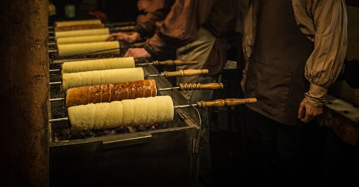 Dine with Kürtőskalács in Budapest. ⠀⠀ ⠀⠀ Visit Budapest in a week with our smart city guide!⠀⠀⠀ #Hungary #Budapest #Kurtoskalacs
