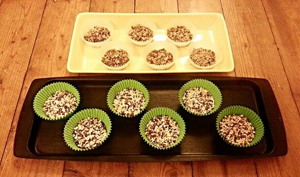 Wonderful idea for a dessert!! Dates, coconut oil, flakes of rye and popcorn!