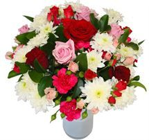Life's a garden of roses with the lovely #Rose #Garden #Bouquet from http://www.flyingflowers.co.nz/rose-garden