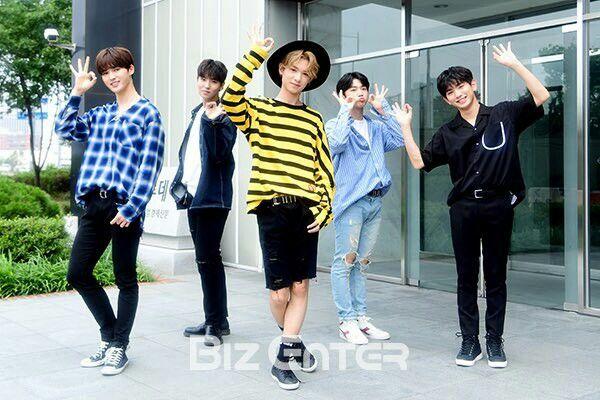 Produce 101 season 2 Yuehua Boys Yuehua Sprouts Zhu Zheng Ting , Jung Jung Choi Seung Hyuk Huang Minghao , Justin Ahn Hyeong Seop, Ahn Hyeong Seob Lee Eui Woong
