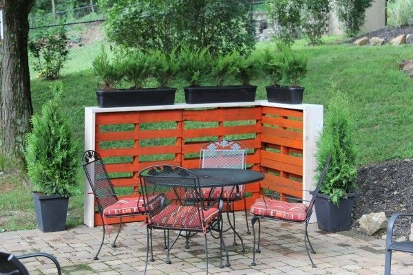 sichtschutz garten terrasse paletten blumenk bel eisenm bel paletten ideen pinterest garten. Black Bedroom Furniture Sets. Home Design Ideas