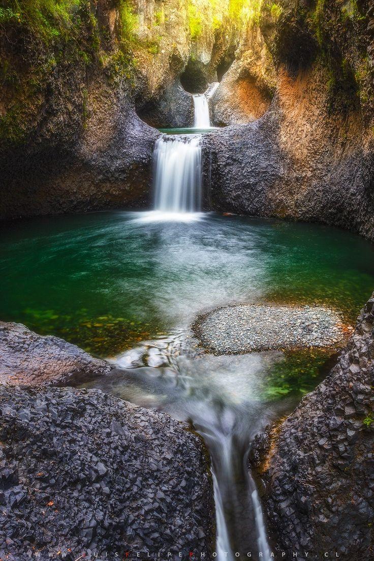 Ritmo natural sobre roca basaltica. Parque nacional Radal Siete Tazas, Chile. Luis.Felipe.P.Photography