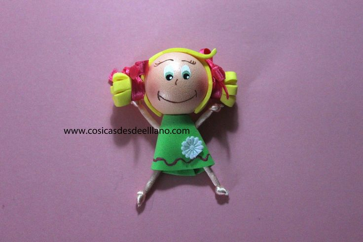Cómo hacer broches en goma eva o foamy/how to make a doll foamy brooch