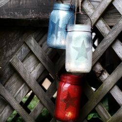 These patriotic luminaries are simple & inexpensive to make.  Glitter, Mod Podge, jars, a star stencil, craft wire and a candle will do it!: Holiday, Idea, Masons, Craft, July 4Th, Mason Jar Lanterns, Mason Jars