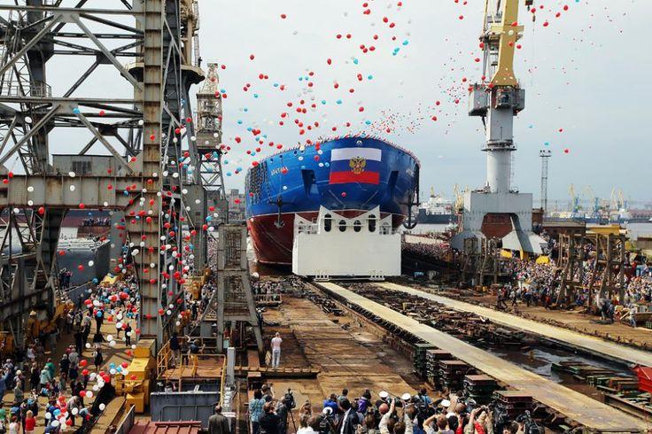 Kapal pemecah es bertenaga nuklir Arktika diluncurkan di Sankt Peterburg.