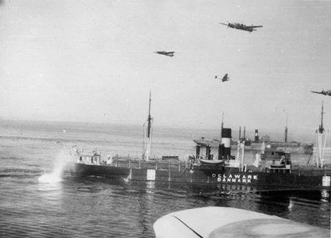 """Aguas costeras, entre La Haya e Ijmuiden, Países Bajos, 7 de Julio de 1941. Mientras navegaba entre La Haya e Ijmuiden un convoy de ocho embarcaciones es atacado por bombarderos Bristol Blenheim Mk IV, cinco pertenecientes al No 105 Squadron RAF y seis al No 139 Squadron RAF. No menos de ocho bombas de 250lb impactan en el mercante de bandera danesa MV """"Delaware"""" pero solo dos de ellas explotan causando la muerte de cuatro marineros, heridas a otro y escasos daños al barco, que continúa…"""