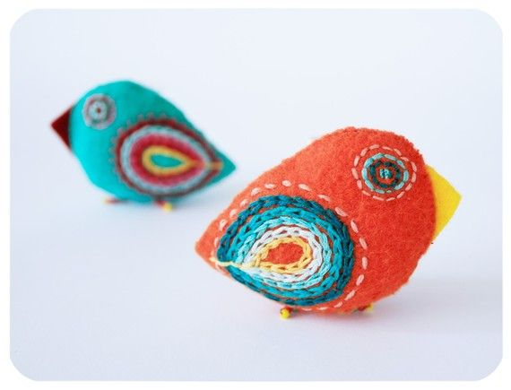 felt birds: Embroidered Birds, Bright Birdi, Little Birds, Birds Pin, Felt Birds, Felt Brooches, Bright Birds, Felt Birdies, Cat Toys