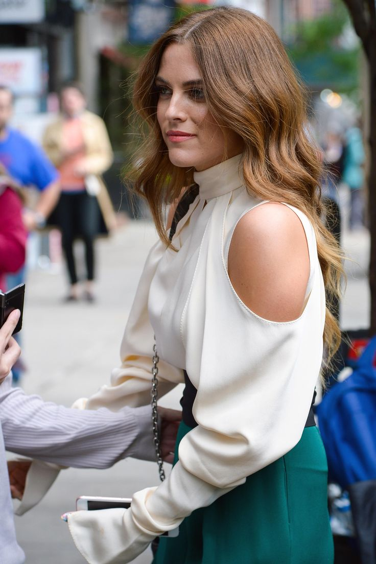 Riley Keough Is Bringing Back the Curling Iron