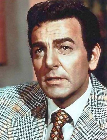 Mike Connors, Mannix