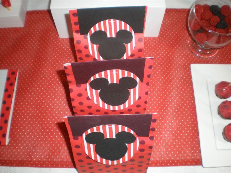 Más souvenirs Cumpeaños Minnie Mouse by Dulcinea de la fuente www.facebook.com/dulcinea.delafuente.5  https://www.facebook.com/media/set/?set=a.117305701748719.33441.100004078680330&type=1&l=b380a10ba8  #fiesta #golosinas  #cumpleaños #mesadulce #festejo #fuentedechocolate #agasajo#mesa dulce #candybar #sweet table  #tamatización #souvenir #minnie