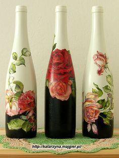 Garrafas de vidro decoradas com guardanapos. Um presente lindo e original...