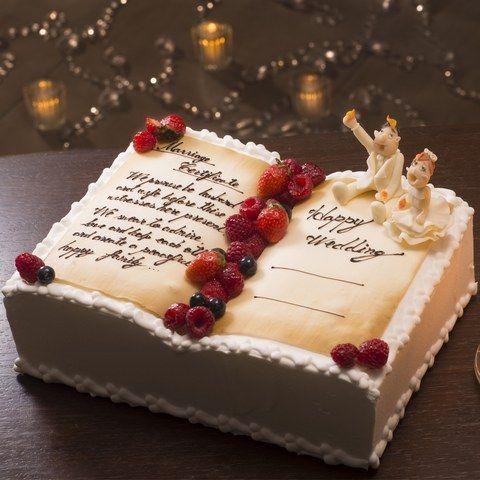 ヴィラ・デ・マリアージュ 宇都宮|結婚式場写真「ヴィラ・デ・マリアージュのウエディングケーキはすべて手作り パティシエと新郎新婦様で お打合せをして ケーキのデザインを決めていきます。 どんなケーキになるかは お楽しみ♪」 【みんなのウェディング】