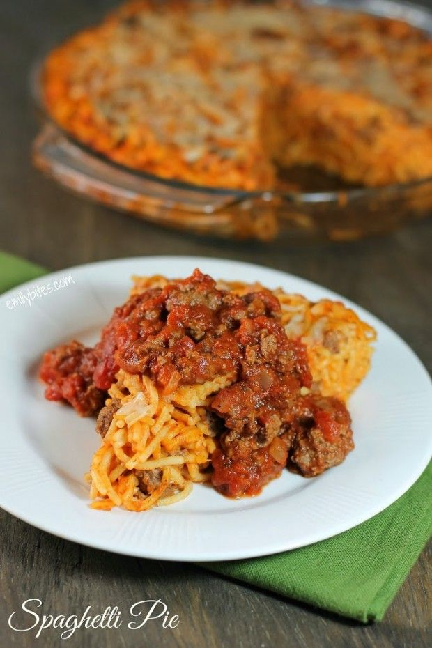 Spaghetti Pie with Meat Sauce - perfect comfort food for just 380 calories or 9 Weight Watchers SmartPoints for a hearty serving! www.emilybites.com