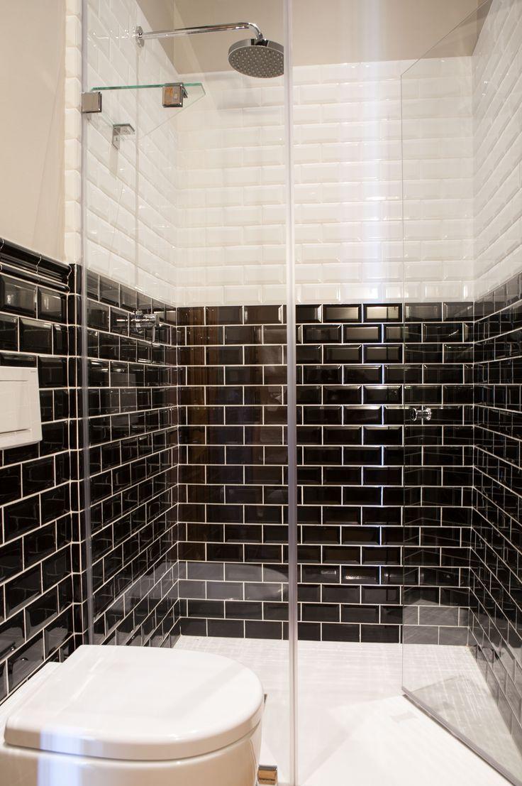 The black and white Metro tile follows the classic dado rail height.