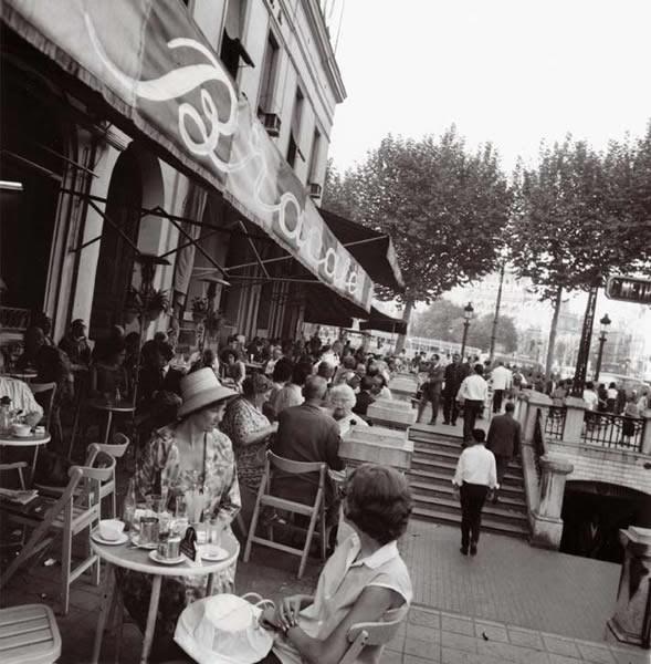 Imagenes antiguas de Barcelona - Página 9 - ForoCoches  Plaça Catalunya en 1964,  terrazas del Bracafé y del mítico Zurich,