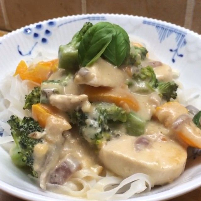 The Body Coach:Creamy coco-nut chicken noodles #leanin15