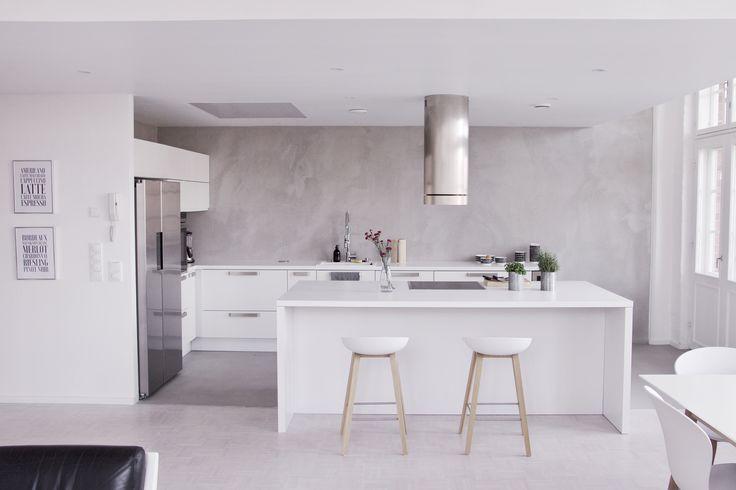 My kitchen #white #Hay #concrete #kitchen #loft #home #interior #flowers #grey #concretewall #concretefloow #microcementwall #microcementfloor #microcement #concrete