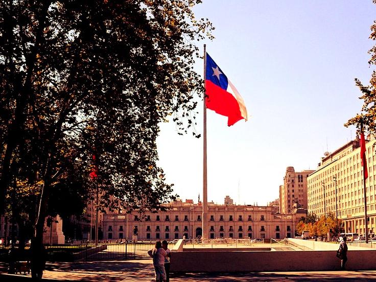Vista del Palacio de la Moneda desde el Paseo Bulnes