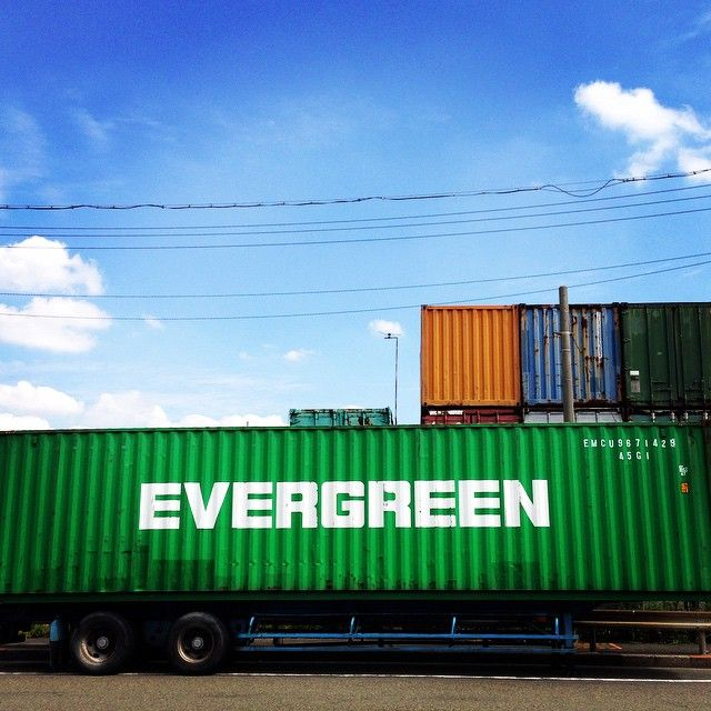.. My favorite container. .✰. #beautiful #container #cool #cozy #dreams #evergreen #free #forest #green #happy #harbour #hippie #iPhone #Japan #life #love #morning #nature #pier #port #peace #sky #sea #Yokohama #walking #コンテナ #エバーグリーン #港 #埠頭