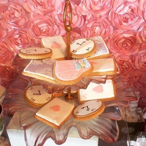 Alice in Wonderland Cookies by Le Bris Cupcake