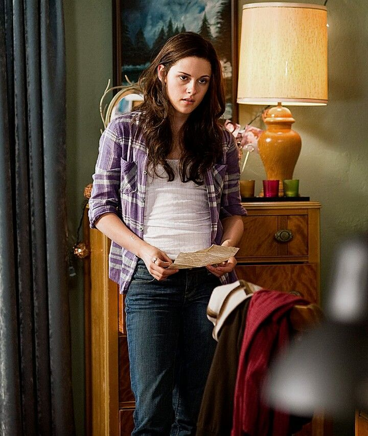 Eclipse, Bella holding Jacob's note