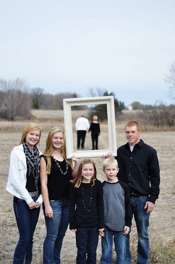 Are you planning for your annual family picture so you can get it done in time for your holiday cards take a look at these fun creative family photo