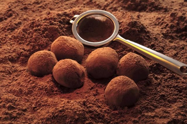 This dark chocolate truffles recipe is an indulgent treat, make wonderful gifts and an impressive addition to a party, dinner or celebration.