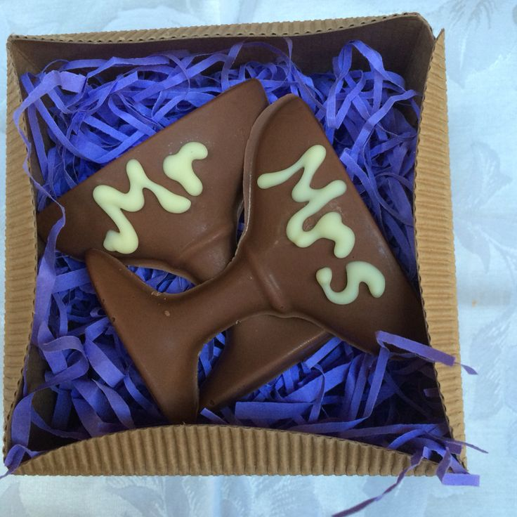 Chocolate - Mr and Mrs champagne glasses from Chocandroll on Facebook