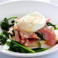 SALADE VAN PADDENSTOELEN EN GEPOCHEERDE EIEREN - http://recept.e-gezondheid.be/salade-van-paddenstoelen-en-gepocheerde-eieren/recept/1737