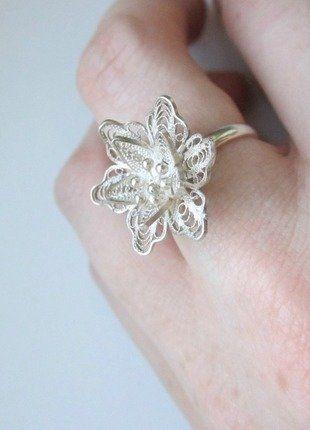 Kupuj mé předměty na #vinted http://www.vinted.cz/doplnky/prsteny/13675055-jemny-stribrny-prsten-z-praveho-stribra