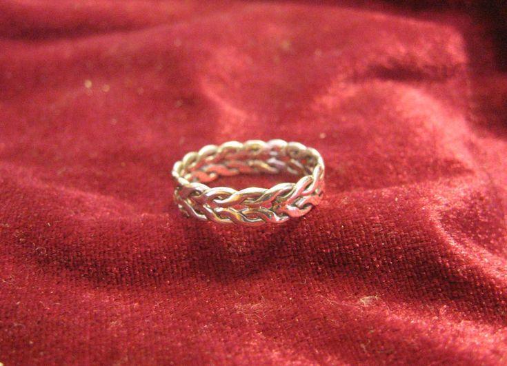 Intertwining Ring by Aranglinn.deviantart.com on @DeviantArt