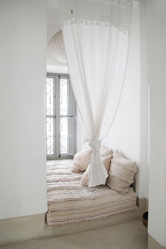Moroccan bed nook, photo © Dorothee Dubois via vtwonen