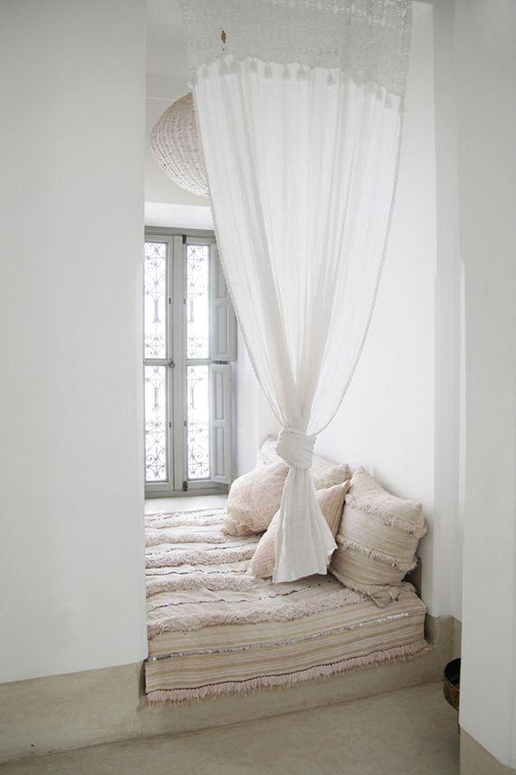 Moroccan bed nook, photo © Dorothee Dubois via vtwonen